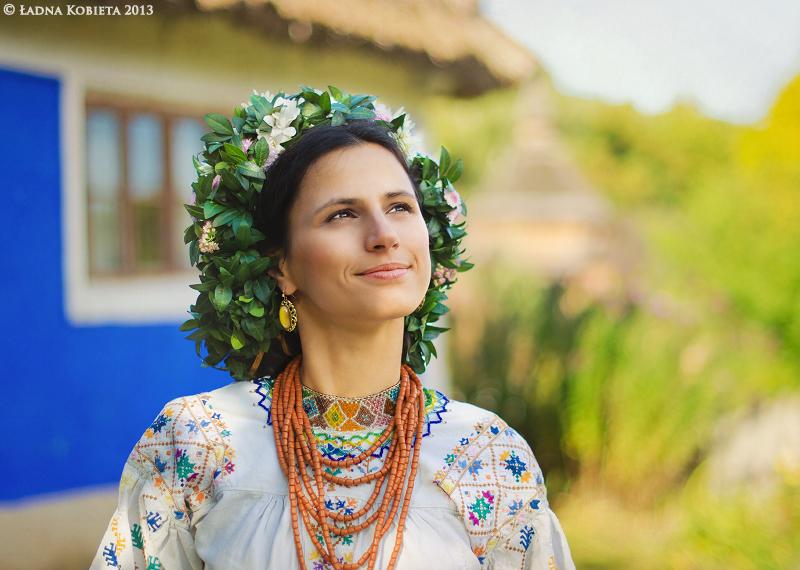 Квіти у волоссі - знову в моді українські віночки - фото 4
